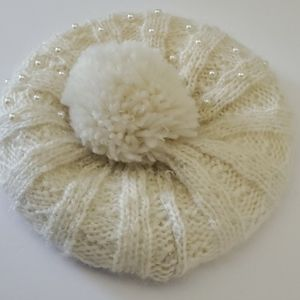 🆕️  Knit Pearl Baret With Pom Faux Fur Lining
